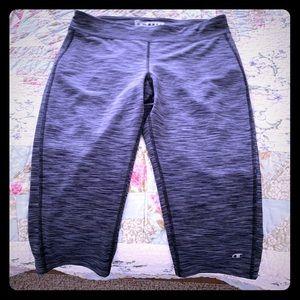 Champion Grey capri stretch workout pants sz L EUC